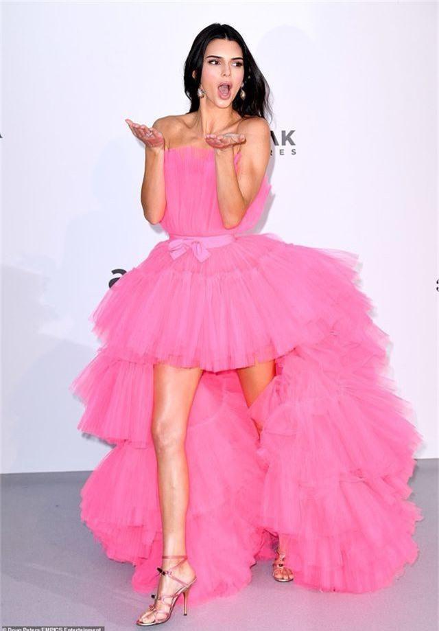 Kendall Jenner đẹp như công chúa với váy hồng - 2