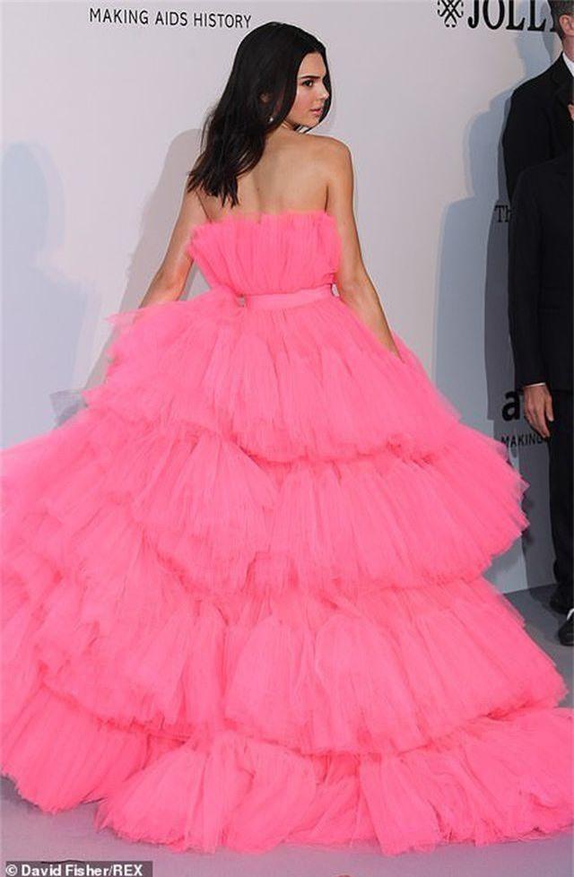 Kendall Jenner đẹp như công chúa với váy hồng - 3
