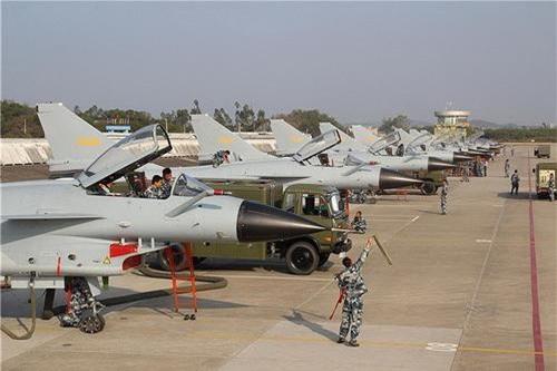 Tiêm kích hạng nhẹ J-10A do Trung Quốc nghiên cứu chế tạo