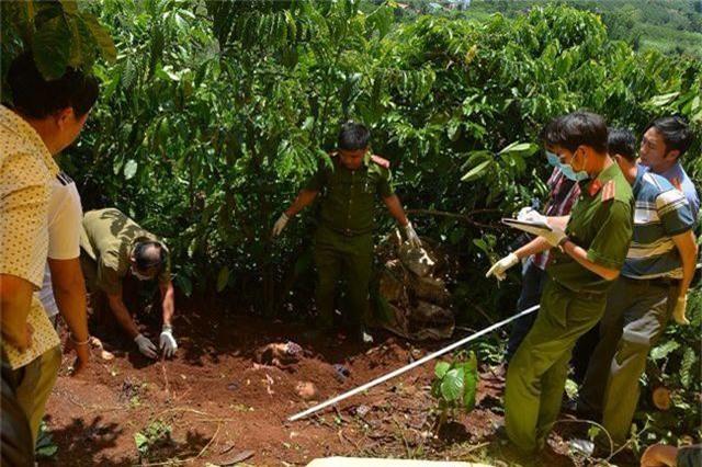 Vẻ mặt tỉnh bơ khó hiểu của nghi can sát hại 3 bà cháu ở Lâm Đồng - 3