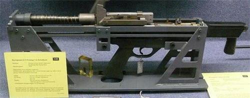 Mẫu chế thử ban đầu của súng trường bắn đạn không vỏ G11