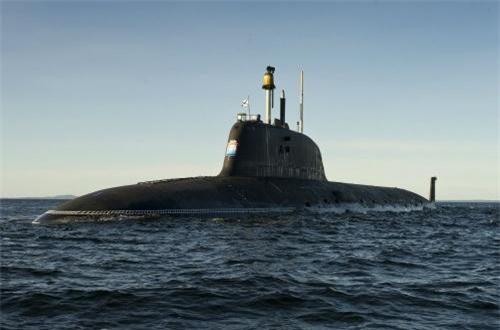 Trả lời phỏng vấn hãng tin RIA, ông Alexey Rakhmanov - TGĐ Tập đoàn Đóng tàu Thống nhất Nga (USC) tiết lộ, trong quá trình thử nghiệm tàu ngầm hạt nhân Kazen người đã phát hiện ra một số lỗ hổng thiết kế.