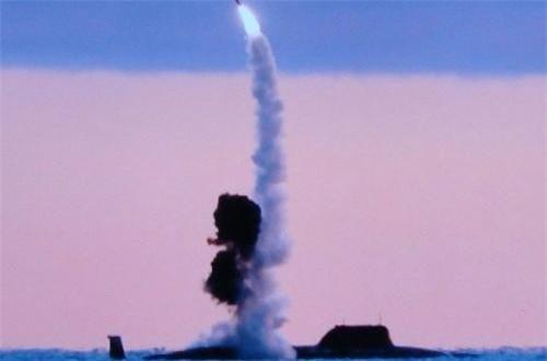 Hệ thống phóng thẳng đứng có khả năng triển khai tên lửa hành trình chống hạm siêu âm Kalibr-PL 3M54K (tầm phóng 600km); tên lửa hành trình đối đất 3M14K (tầm phóng 1.500-2.000km) hoặc các loại tên lửa siêu thanh kiểu mới Zircon.
