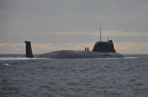 Tốc độ đạt được khi lặn lên tới 35 hải lý/h, lặn sâu 450m ở mức an toàn, tối đa tới 580m.
