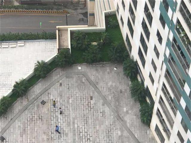 Người đàn ông rơi từ tầng 22 trung tâm thương mại xuống đất tử vong - 1