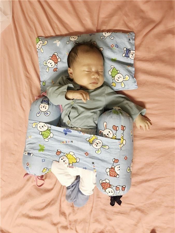 Luyện ngủ cho con từ khi mới lọt lòng, ông bố MC cùng con vi vu đi du lịch và cho bé ngủ bất kỳ đâu cũng được - Ảnh 5.