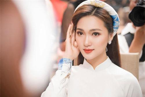 Ngọc Nữ, bạn gái tin đồn của Phan Văn Đức.