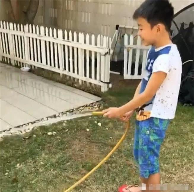 Trương Bá Chi khoe cuộc sống an nhàn vì cậu con trai cực man phụ giúp mẹ làm việc nhà, chăm em chu đáo - Ảnh 6.