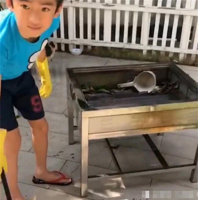Trương Bá Chi khoe cuộc sống an nhàn vì cậu con trai cực man phụ giúp mẹ làm việc nhà, chăm em chu đáo - Ảnh 7.