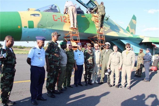 12 may bay Su-30K duoc du doan toi VN da co chu
