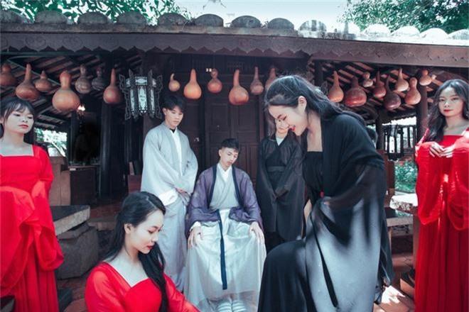 Bộ ảnh kỷ yếu 15 triệu đồng hoá thân vào các nhân vật truyện Tấm Cám đẹp xuất sắc của học sinh Đắk Lắk - Ảnh 7.