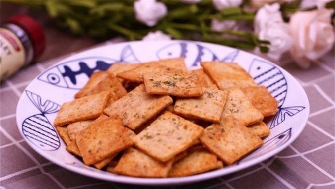 Từ khi biết làm snack khoai tây, nhà tôi chẳng bao giờ phải mua bim bim cho các bé nữa! - Ảnh 4.