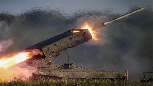 Theo cách phân loại của Nga thì TOS-1A Buratino là hệ thống phun lửa hạng nặng