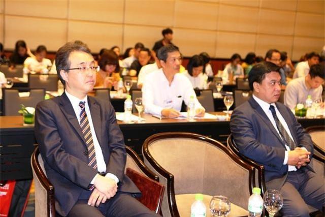 Các đại biểu tham dự họp báo