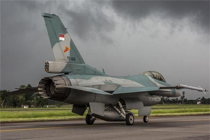 Sap co Su-35S Nga, Indonesia con di mua F-16 My lam gi?-Hinh-6