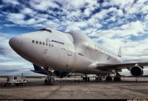 Máy bay vận tải hạng nặng Boeing 747 Dreamlifter