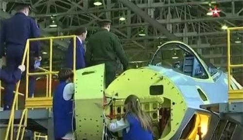 Tiêm kích tàng hình Su-57 sản xuất loạt đầu tiên trên dây chuyền lắp ráp của KnAAPO