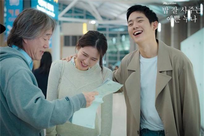 3 lí do khiến One Spring Night hot hơn Chị Đẹp Mua Cơm: Son Ye Jin xách dép cho nữ chính ở lí do cuối cùng! - Ảnh 3.