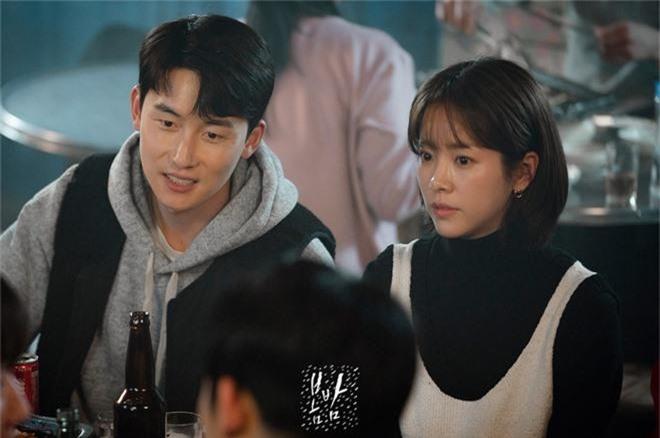 3 lí do khiến One Spring Night hot hơn Chị Đẹp Mua Cơm: Son Ye Jin xách dép cho nữ chính ở lí do cuối cùng! - Ảnh 9.