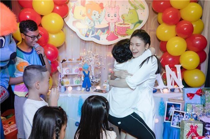 Tuyên bố ở chung nhà vì con nhưng Trương Quỳnh Anh tổ chức tiệc sinh nhật cho con trai thì Tim lại vắng mặt   - Ảnh 1.