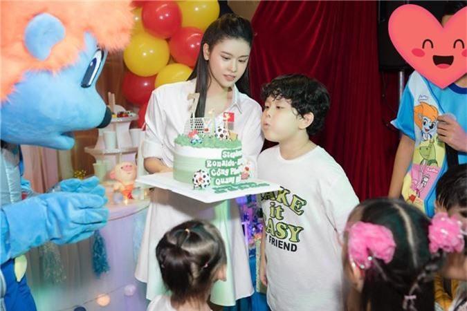 Tuyên bố ở chung nhà vì con nhưng Trương Quỳnh Anh tổ chức tiệc sinh nhật cho con trai thì Tim lại vắng mặt   - Ảnh 4.