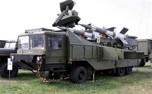 Xe mang phóng tự hành của tổ hợp tên lửa phòng không Pechora 2M do Nga chế tạo
