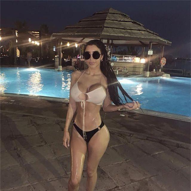 Chloe Khan liên tục khoe ngực ngoại cỡ - 7