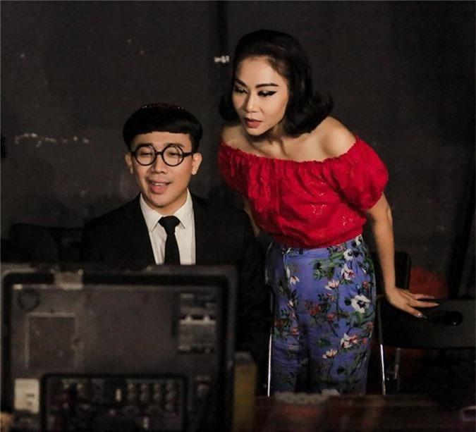Cùng là chị em thân thiết, khi Thu Minh gây tranh cãi vì Diva, Tùng Dương phát ngôn sốc còn Trấn Thành lại được ca ngợi vì điều này  - Ảnh 5.