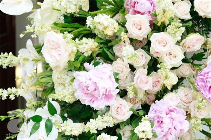 Trực tiếp đám cưới Dương Khắc Linh - Sara Lưu: Nhà cô dâu bày tiệc hoa giản dị, không phô trương - Ảnh 3.