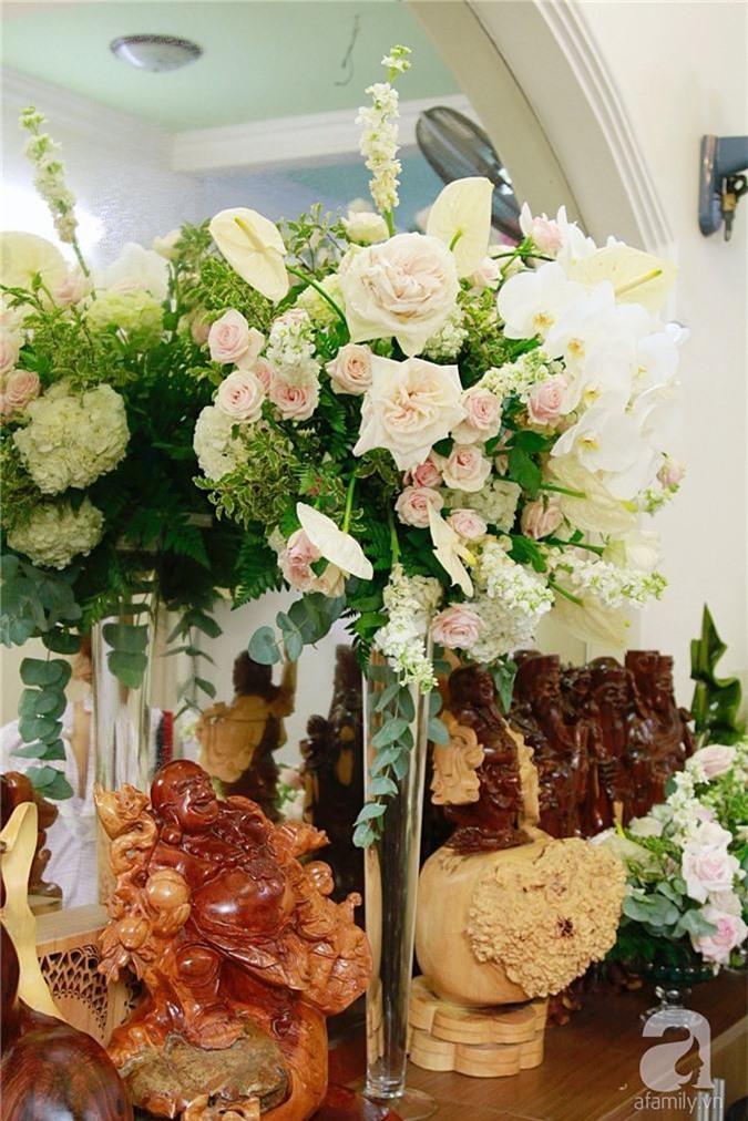 Trực tiếp đám cưới Dương Khắc Linh - Sara Lưu: Nhà cô dâu bày tiệc hoa giản dị, không phô trương - Ảnh 4.