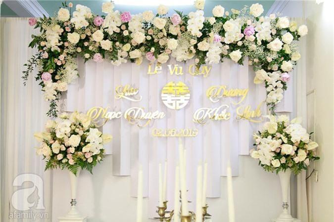 Trực tiếp đám cưới Dương Khắc Linh - Sara Lưu: Nhà cô dâu bày tiệc hoa giản dị, không phô trương - Ảnh 9.