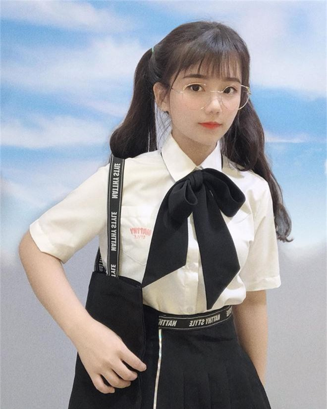 """Girl xinh Bình Dương sinh năm 2001 được mệnh danh là """"cực phẩm áo dài"""": Áo trắng có làm anh say nắng? - Ảnh 11."""