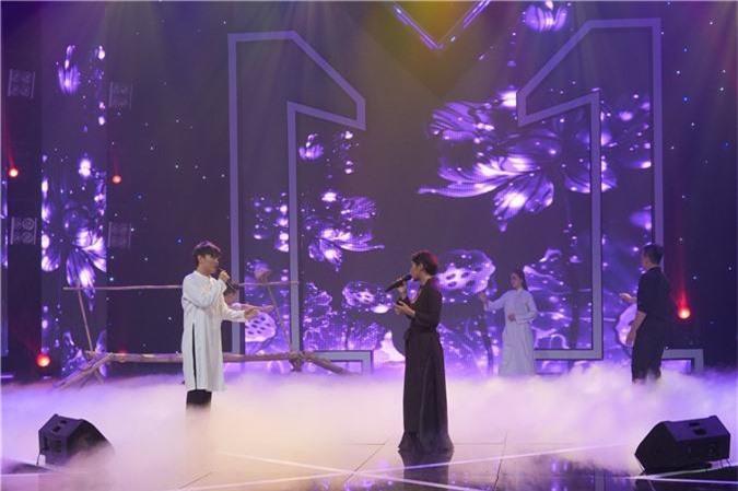 Đinh Hương gây sốc khi có nụ hôn đồng tính cùng Yaya Trương Nhi - Ảnh 5.