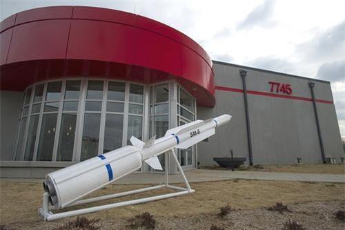 Mô hình tên lửa đa năng RIM-174 Standard Extended Range Active Missile (ERAM) hay còn được gọi bằng cái tên Standard Missile 6 (SM-6)