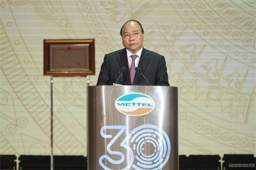 Thủ tướng Nguyễn Xuân Phúc: Đất nước cần nhiều doanh nghiệp như Viettel. Ảnh VGP/Quang Hiếu.