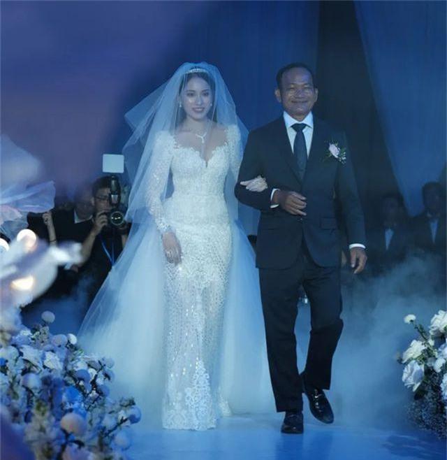 Chồng Thu Minh tháp tùng vợ dự đám cưới nhạc sĩ Dương Khắc Linh - 22