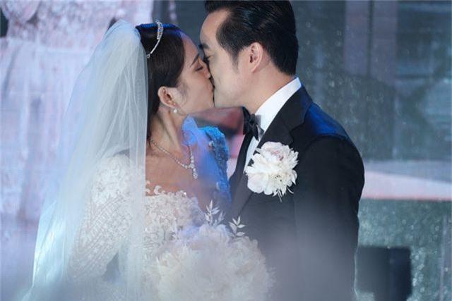 Chồng Thu Minh tháp tùng vợ dự đám cưới nhạc sĩ Dương Khắc Linh - 24