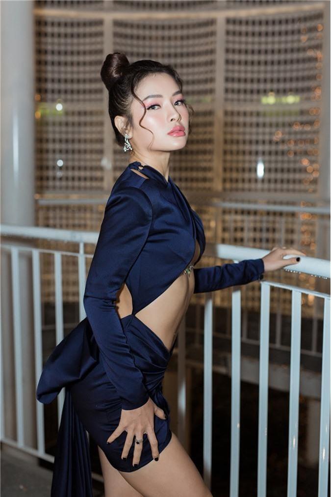 Phương Trinh Jolie gây choáng với style hở nửa bầu ngực, sexy thách thức người nhìn - Ảnh 5.