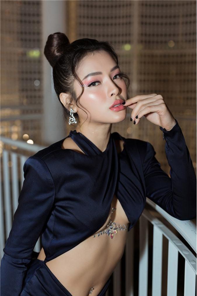 Phương Trinh Jolie gây choáng với style hở nửa bầu ngực, sexy thách thức người nhìn - Ảnh 7.