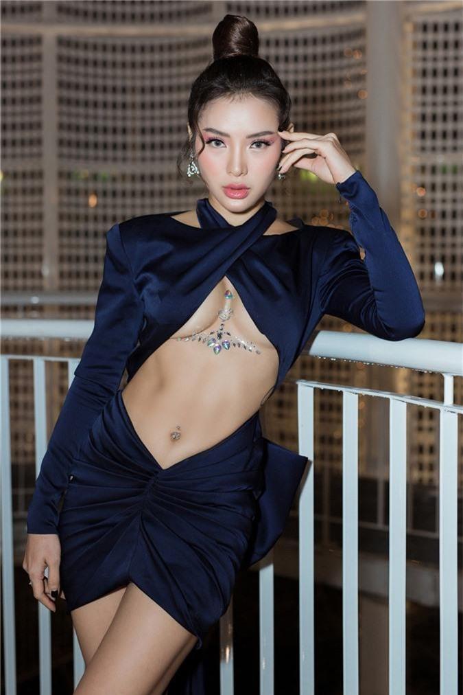 Phương Trinh Jolie gây choáng với style hở nửa bầu ngực thách thức người nhìn - Ảnh 7.