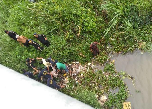 Xe tải tông chết hai người, một thi thể rơi xuống sông - 2
