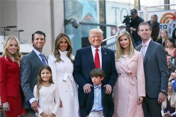 """Vừa đặt chân đến Anh, con gái cưng nổi tiếng của Tổng thống Trump gây bão truyền thông nhờ thần thái hơn người, Công nương Kate cũng phải """"dè chừng"""" - Ảnh 3."""