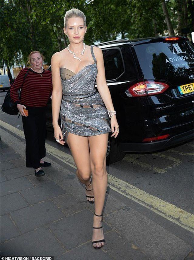 Lottie Moss gợi cảm với váy xuyên thấu - 6
