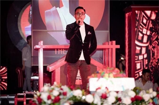 Linh Chi tình tứ bên Lâm Vinh Hải trong tiệc sinh nhật hoành tráng của nhạc sĩ Nguyễn Hồng Thuận - Ảnh 2.