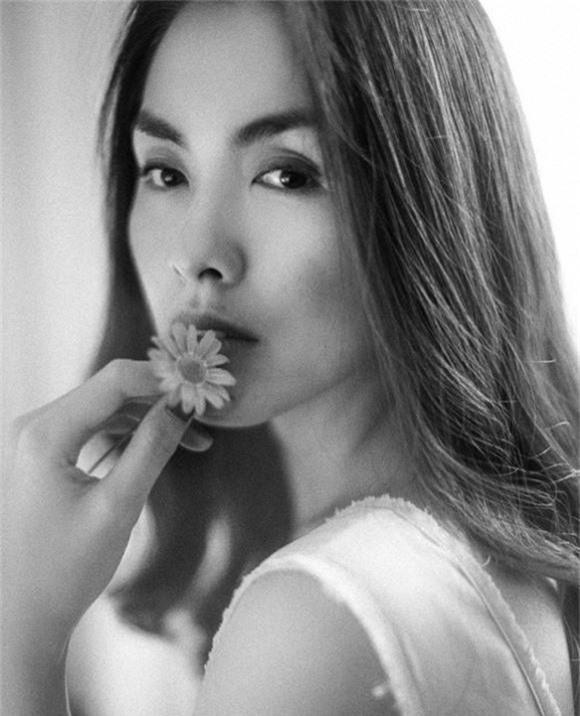 """Tăng Thanh Hà khiến fan lo lắng chỉ với động thái """"lạ lùng"""" này  - Ảnh 1."""