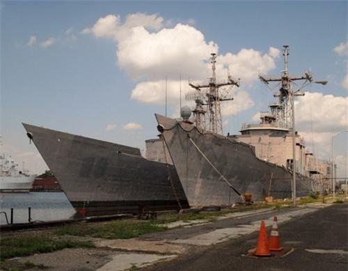 Rất nhiều khinh hạm khinh hạm Oliver Hazard Perry sẽ phục vụ trong một lực lượng hải quân khác sau khi rời biên chế Hải quân Mỹ