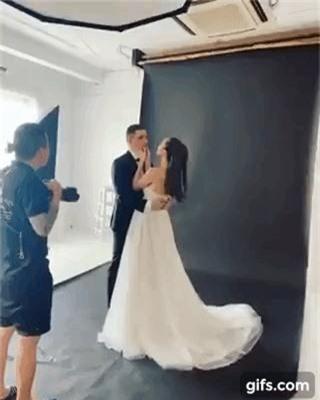 Siêu mẫu Phương Mai khoe hậu trường chụp ảnh cưới nhưng biểu cảm của chồng Tây mới gây chú ý! - Ảnh 2.