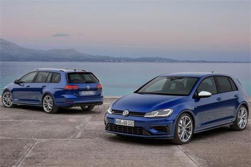 1. Volkswagen Golf (doanh số: 87.674 chiếc).