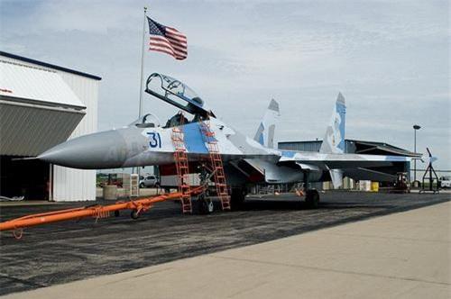 Tiêm kích chiếm ưu thế trên không Su-27UB của Mỹ