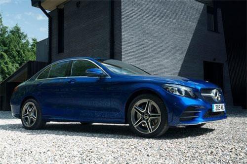 4. Mercedes C-Class (doanh số: 27.387 chiếc).
